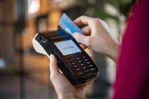 Por que parcelar cartão de crédito é um problema?